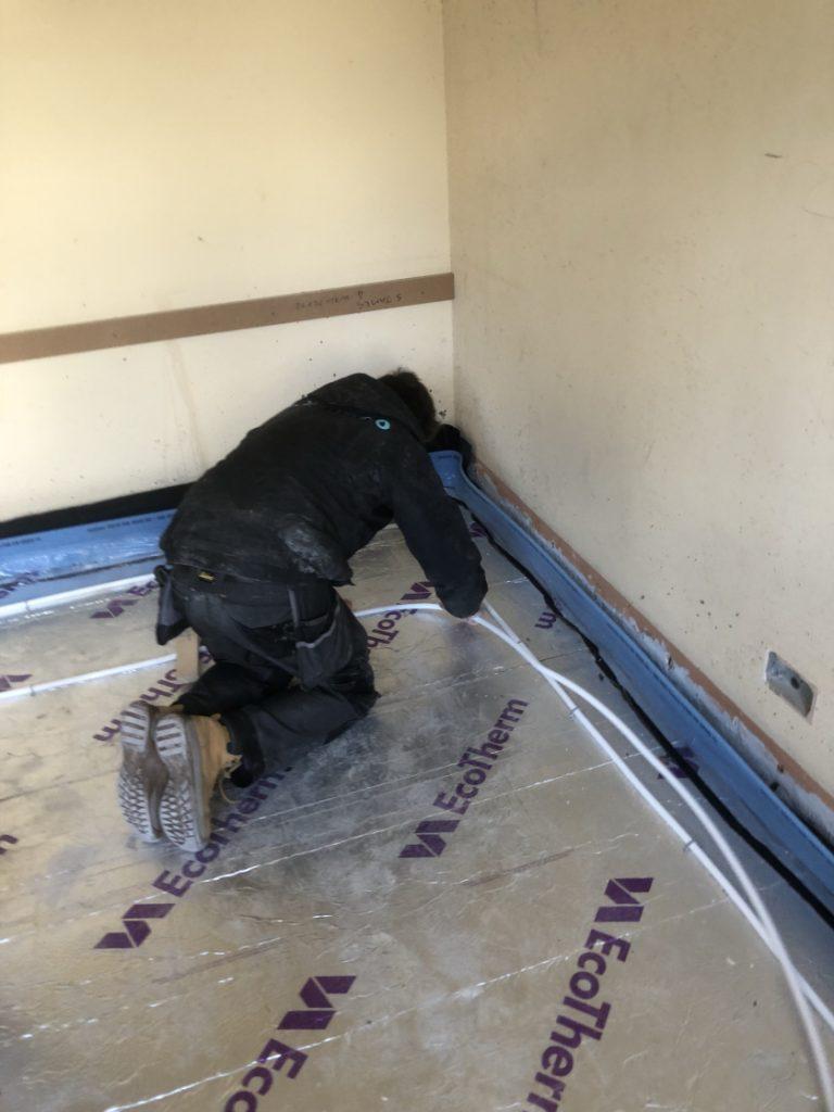 affixing-underfloor-heating-pipes