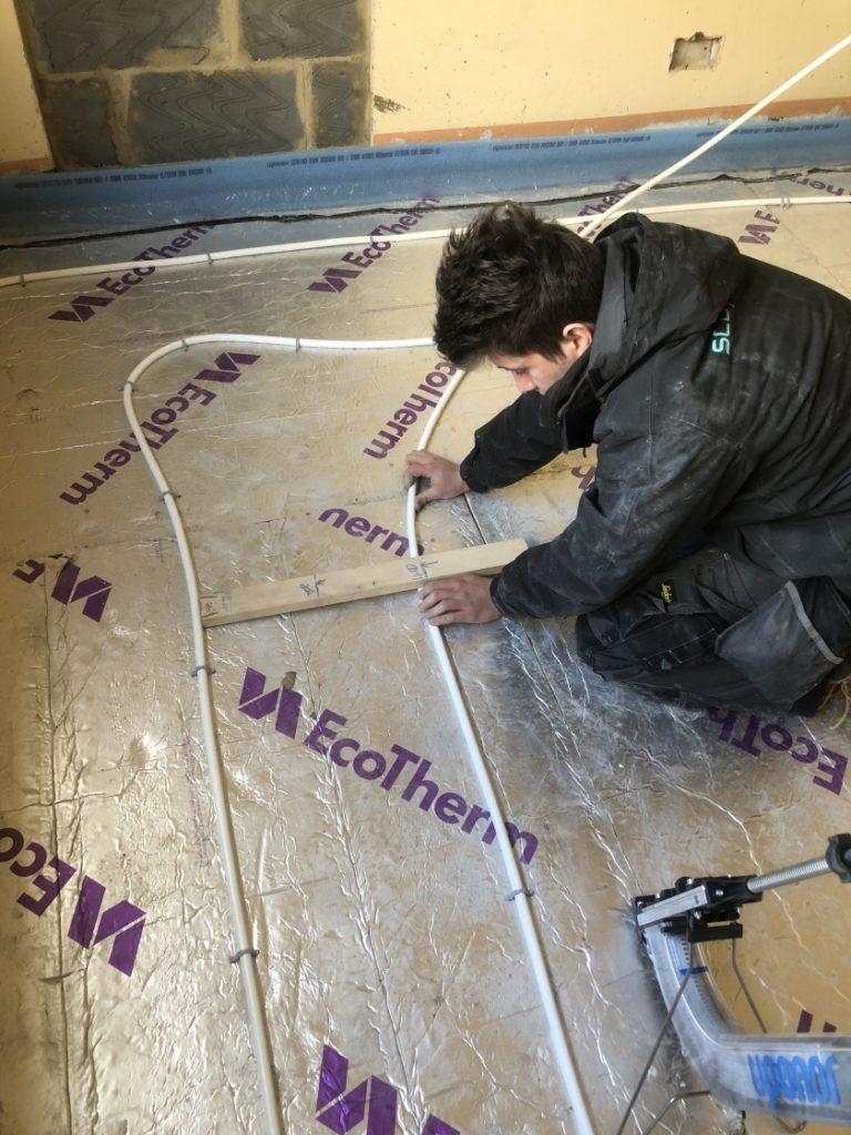 measuring-underfloor-heating-pipe-distance